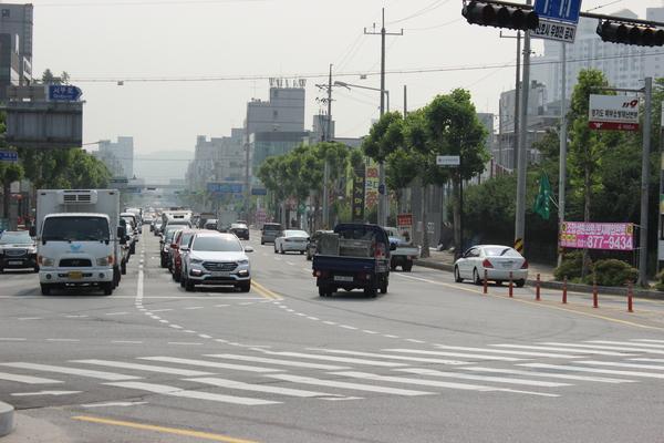 롯데캐슬 2블럭 게이트 인근 교차로 전경(사진설명)