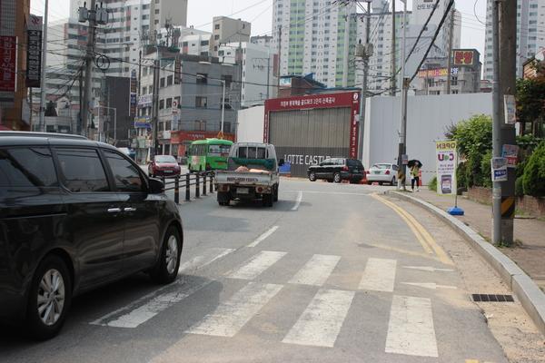 롯데캐슬 1블럭 2번 게이트 앞 도로 전경(사진설명)